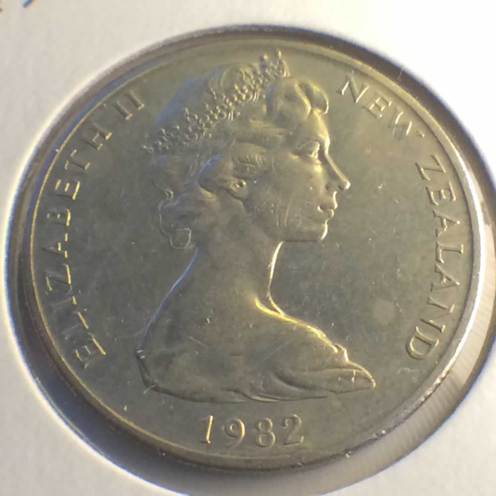 New Zealand 1982  20 Cents Kiwi Coin ( 20C ) - Obverse